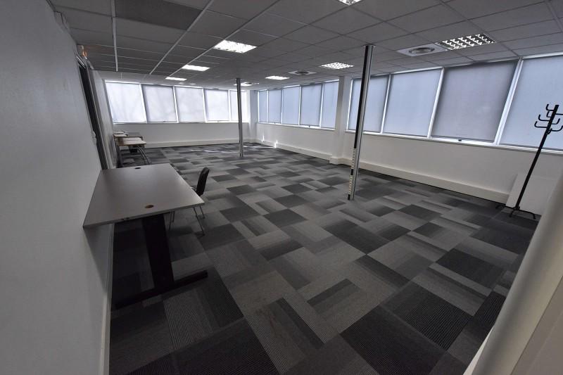 bureaux à vendre LABEGE 954000 € 0 piéces